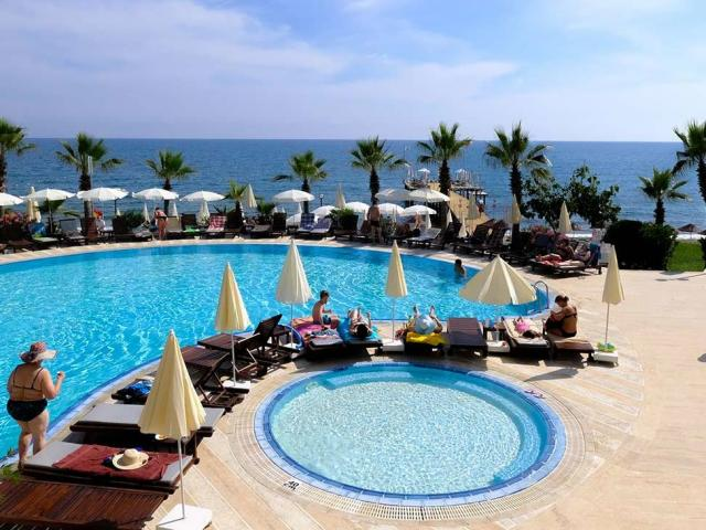Anitas Beach Club